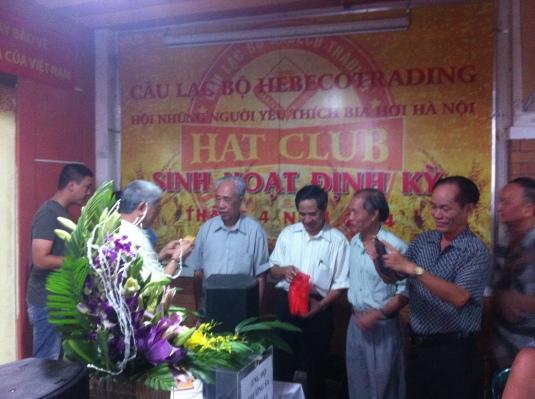 Tặng quà cho hội viên mới và các hội viên sinh nhật tháng 5